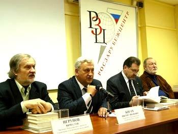 Мероприятие открывает Советник Посольства Виктор Богач